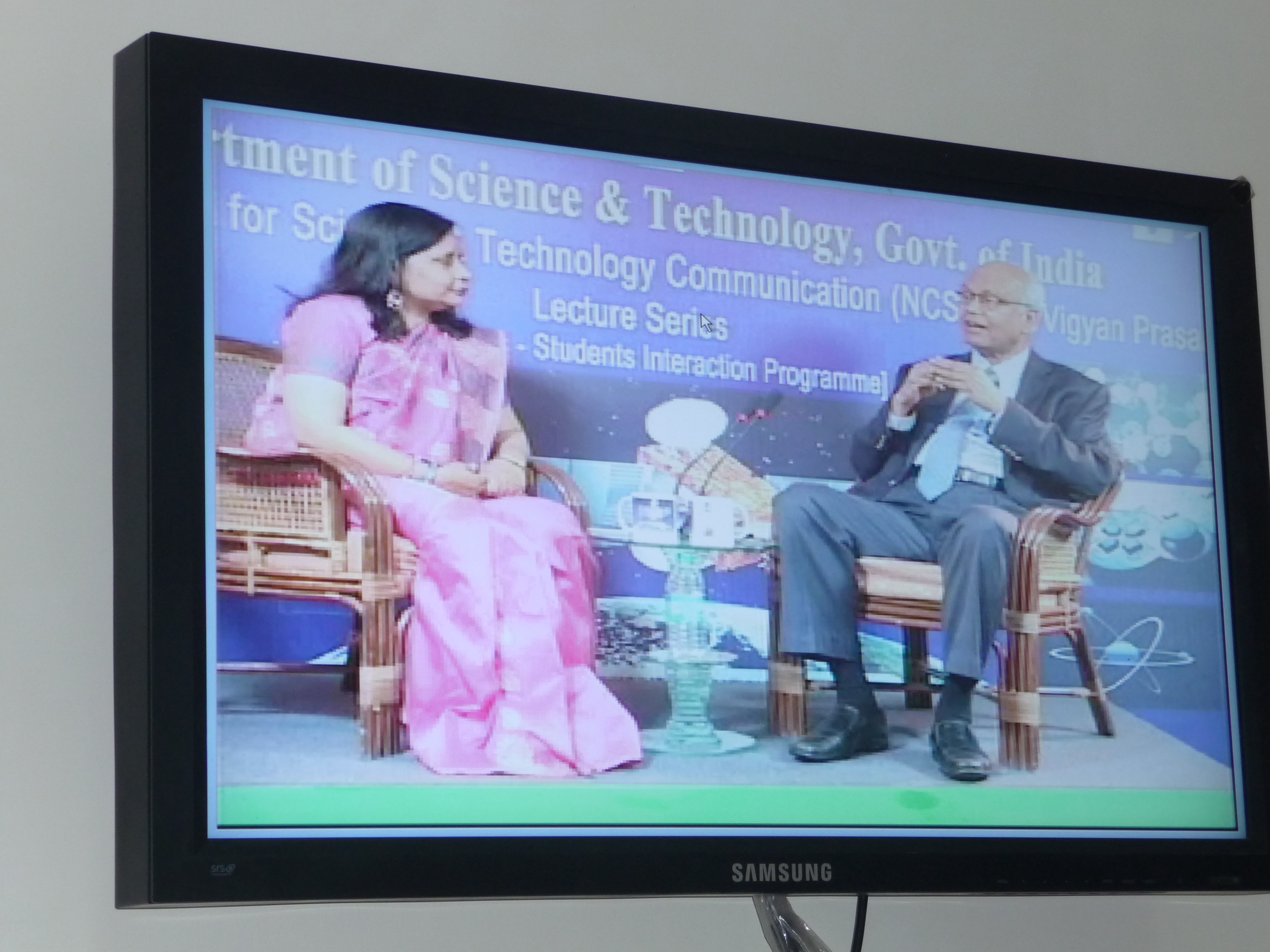 Prof. R.A. Mashelkar, Aminant Scientist and Dr. Irfana Begum, Sr. Project Officer, EduSat